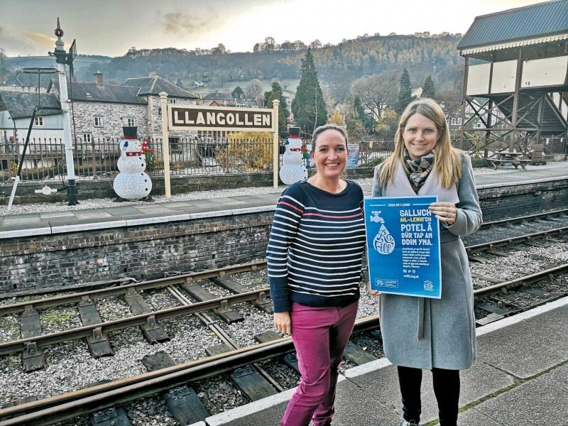 Mair Davies of Plastic Free Llangollen with then Welsh Environment Minister Hannah Blythyn
