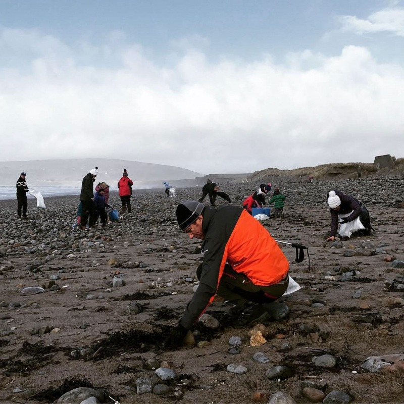 Litter pickers in Snowdonia join a beach clean