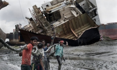Ship recycling: 52 deaths in 2016 lead to calls for reform