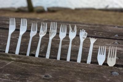 Single-use plastic cutlery