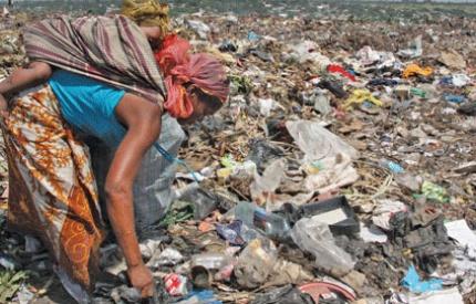 Mozambique landfill landslide kills seventeen