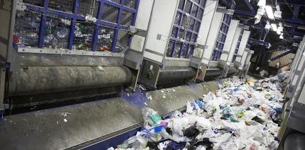 A plastic recycling conveyor belt